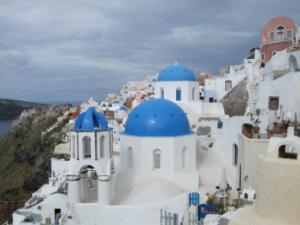 サントリーニ島・白壁に青い丸屋根