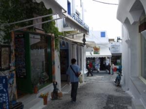 サントリーニ島のフィラの繁華街
