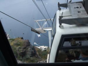 サントリーニ島・港へ下るケーブルカー